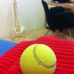Axelsmärta – tennisboll
